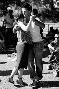 Dancing to Buskers at Turkish Market. Photo courtesy of www.birgit-bergmann.de